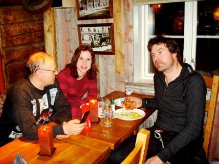 Sverre Mona og Robert spiser pizza